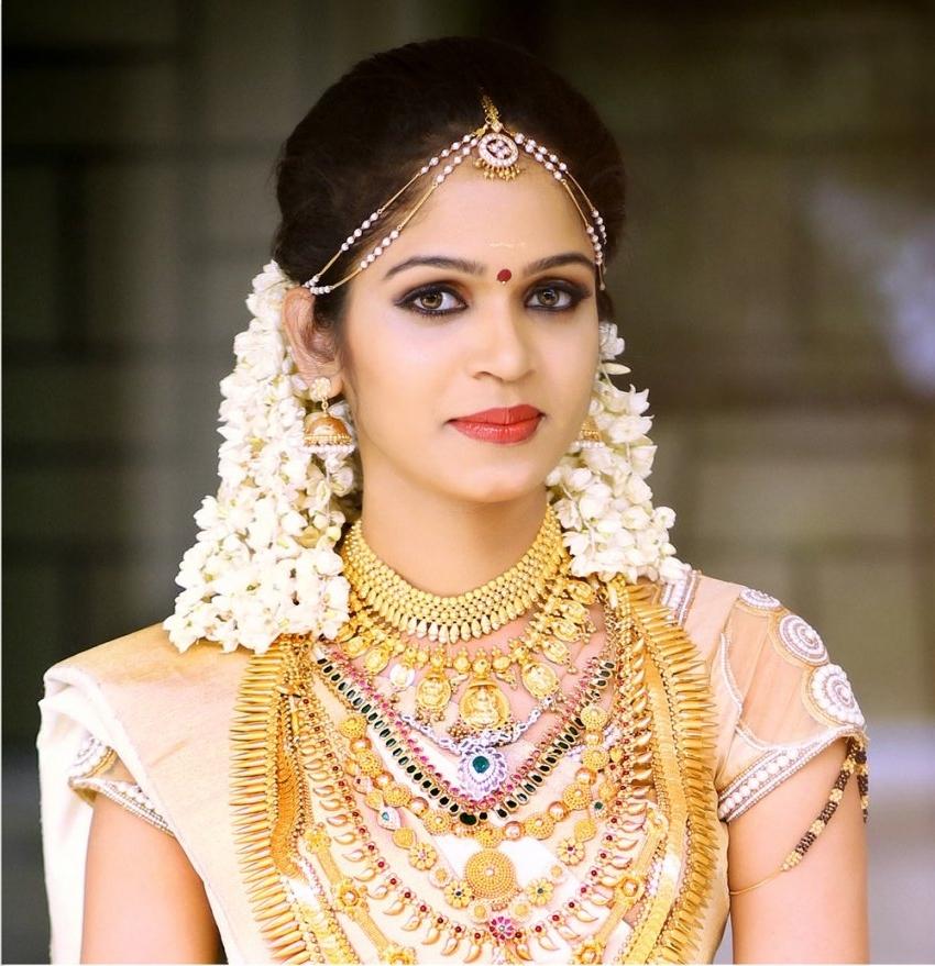 Kerala Wedding Hairstyles For Long Hair Regarding Kerala Wedding Hairstyles For Long Hair (View 6 of 15)