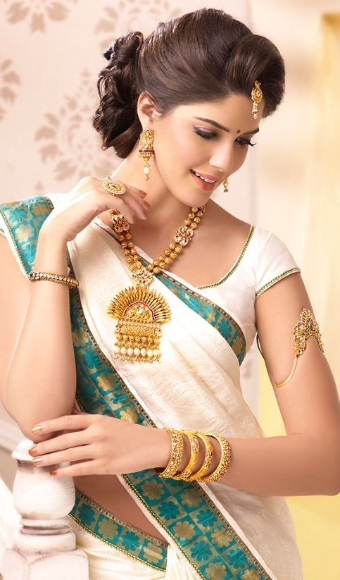 Latest Bridal Hairstyles For Wedding Sarees – Indian Hairstyles For For Wedding Hairstyles For Sarees (View 10 of 15)