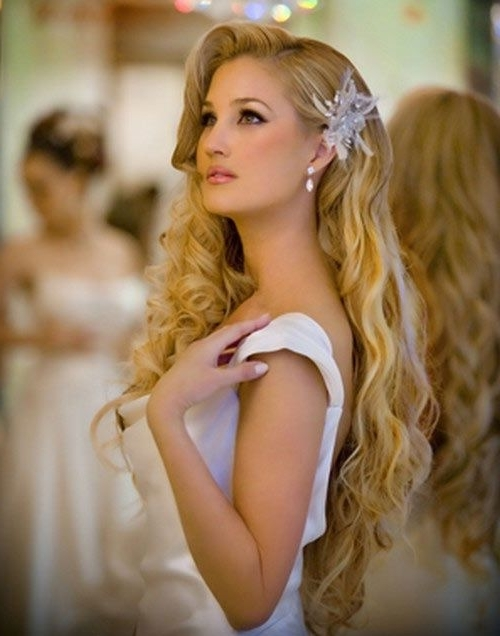 Loose Wave Wedding Hairstyle To Cover Ears (Wedding Hairstyles That Throughout Wedding Hairstyles That Cover Ears (View 6 of 15)