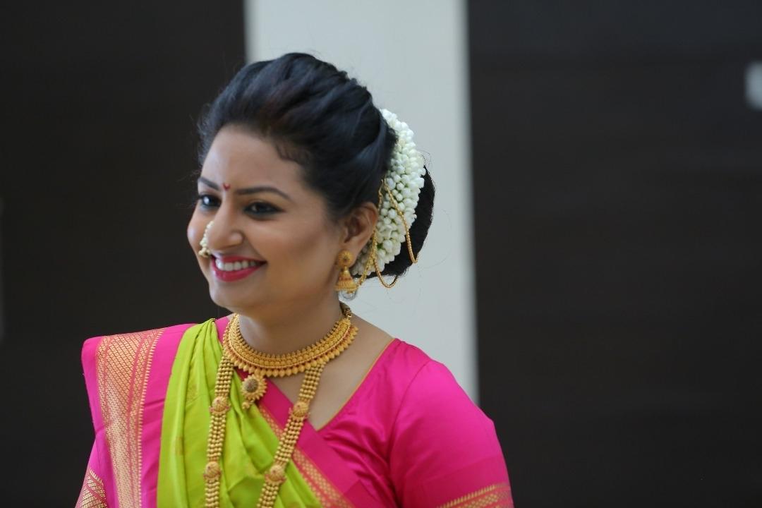 Maharashtrian Bridal Makeup | Marathi Wedding Makeup Pune Mumbai Intended For Maharashtrian Wedding Hairstyles For Long Hair (View 7 of 15)