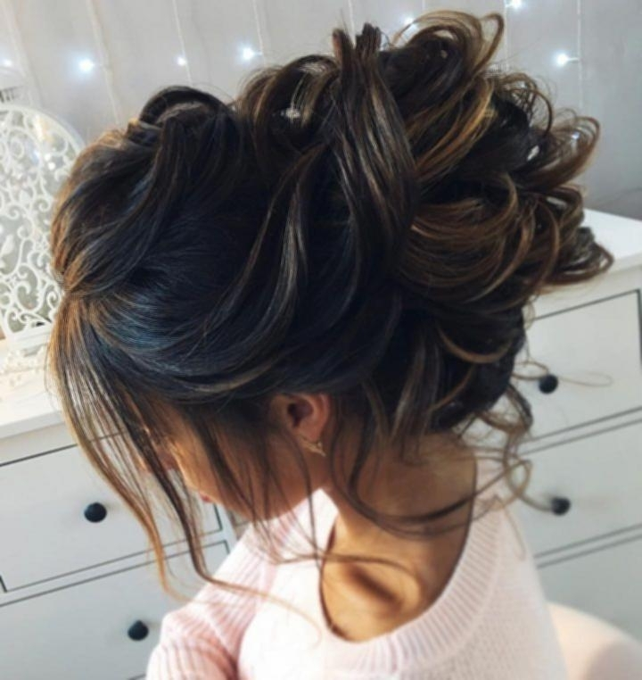 Messy Bun Hairstyles For Indian Wedding Throughout Messy Bun Wedding Hairstyles (View 9 of 15)