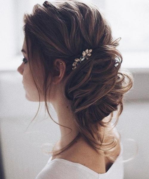 New Stylish Loose Low Bun Wedding Hairstyles 2017 – 2018   Weekly Styles In Loose Bun Wedding Hairstyles (View 3 of 15)