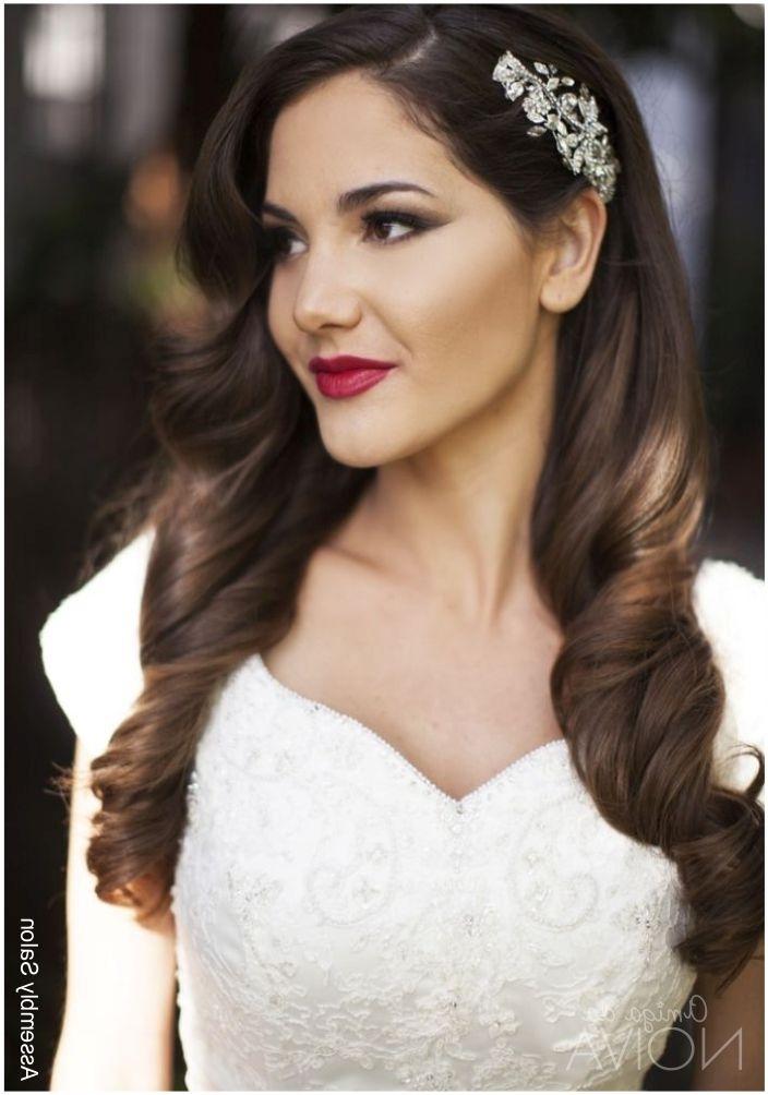 Noiva De Batom Vermelho: Pode?   Amiga Da Noiva   Cabelos For Wedding Guest Hairstyles For Long Hair Down (View 15 of 15)