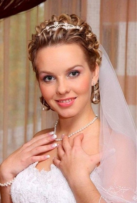 Short Hairstyles : Cute Wedding Hairstyles With Tiara And Veil For Intended For Cute Wedding Hairstyles For Short Curly Hair (View 6 of 15)