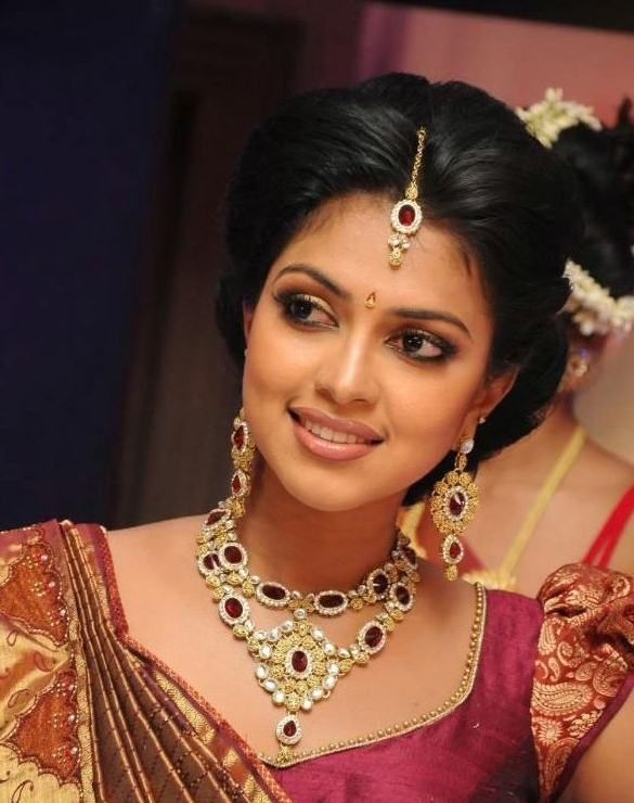 Simple Trending South Indian Bride Hairstyle To Try On Wedding Within Indian Wedding Hairstyles For Long Hair On Saree (View 11 of 15)