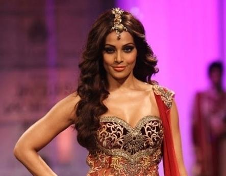 Stunning Indian Wedding Hairstyles We Love | Hairstyles For Long Hair With Wedding Hairstyles For Lehenga (View 15 of 15)
