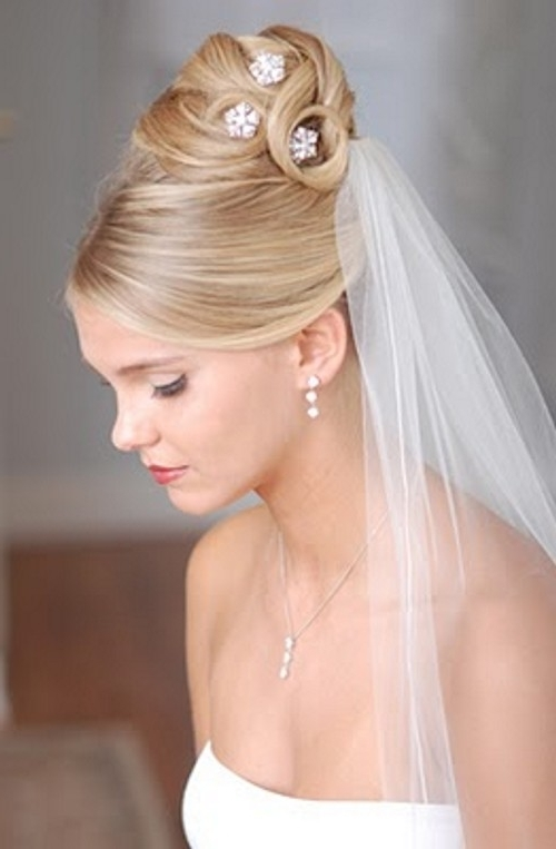 The Best Wedding Hairstyles For Medium Length Hair With Veil – New Pertaining To Wedding Hairstyles For Shoulder Length Hair With Veil (View 9 of 15)