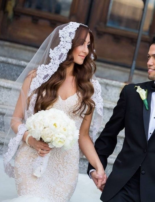 The Prettiest Bridal Veil And Hairstyle Pairings | Hollywood Waves Regarding Wedding Hairstyles Down With Veil (View 9 of 15)