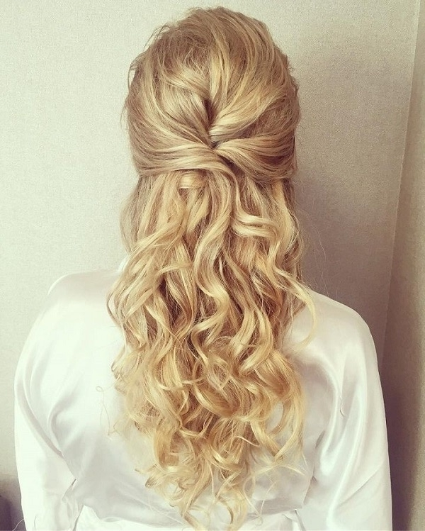 Top 3 Half Up Half Down Wedding Hairstyles To Try In Half Up Half Down Wedding Hairstyles (View 13 of 15)