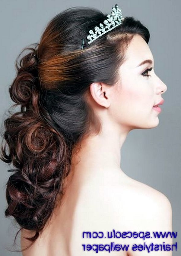 Very Elegant Tiaras Hair Accesories With Textured Brown Loose Curl With Regard To Wedding Hairstyles For Long Loose Curls Hair (View 13 of 15)