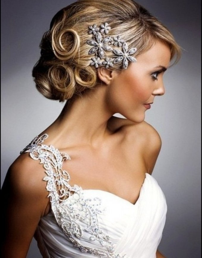 Wedding Hairstyle For Short Hair With Tiara Short Hair Wedding In Wedding Hairstyles For Short Hair With Tiara (View 9 of 15)