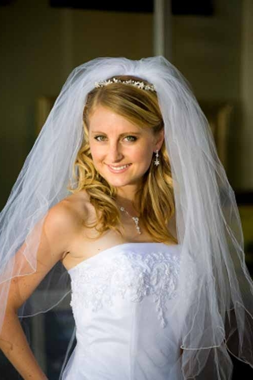 Wedding Hairstyles Down With Veil | Best Wedding Hairs Pertaining To Bridal Hairstyles For Short Length Hair With Veil (View 12 of 15)