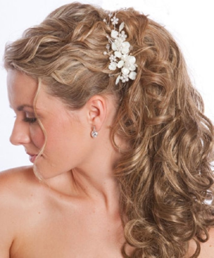 Wedding Hairstyles For Medium Length Hair | Beach Wedding Hair Inside Beach Wedding Hairstyles For Bridesmaids (View 6 of 15)