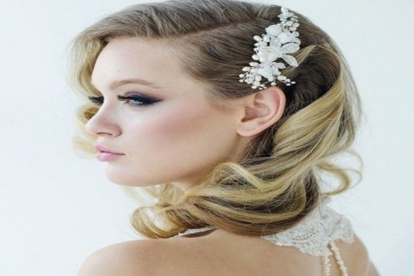 Wedding Hairstyles For Medium Length Hair Side Ponytail Bes On Retro Throughout Wedding Hairstyles For Medium Length Hair With Side Ponytail (View 9 of 15)
