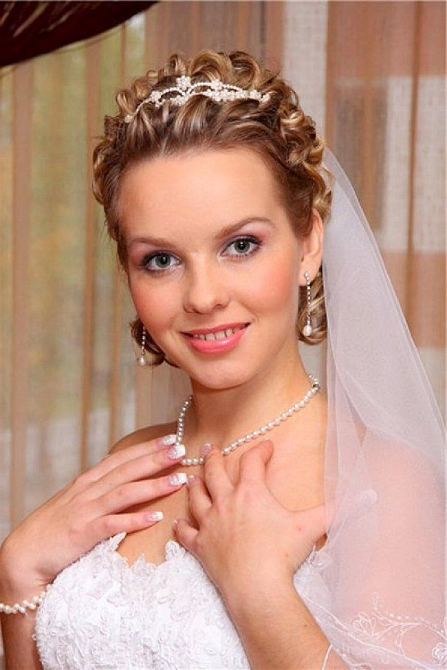 Wedding Hairstyles For Short Hair With Tiara And Veil | Wedding For Wedding Hairstyles For Short Hair With Veil And Tiara (View 4 of 15)