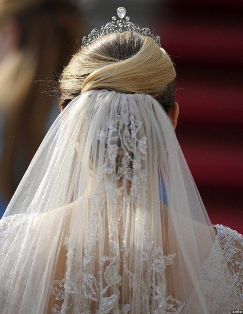 Wedding Hairstyles For Short Hair With Veil And Tiara | Wedding Ideas Intended For Wedding Hairstyles For Short Hair With Veil And Tiara (View 9 of 15)