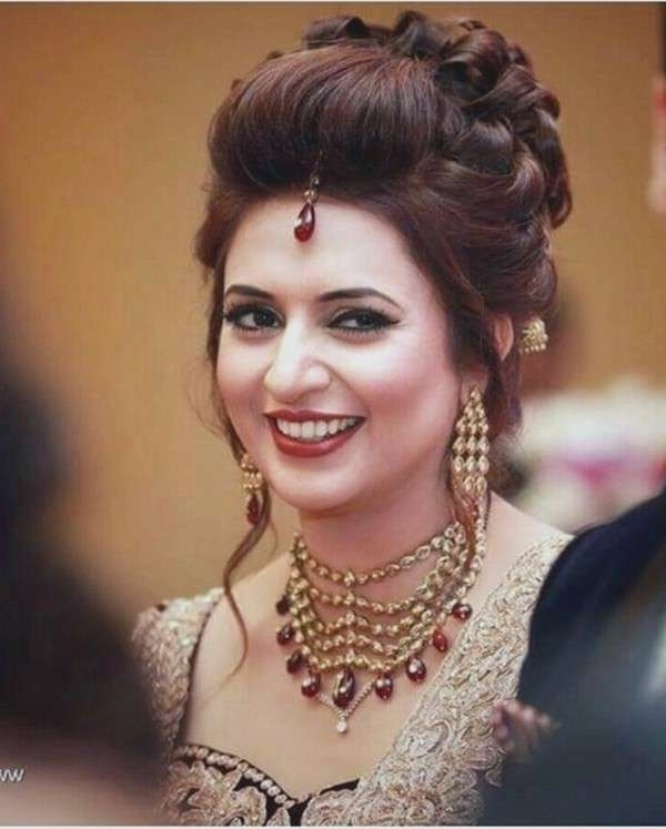 Wedding Reception Hairstyles For Long Hair Fresh 40 Beautiful Indian Intended For Wedding Reception Hairstyles For Long Hair (View 15 of 15)
