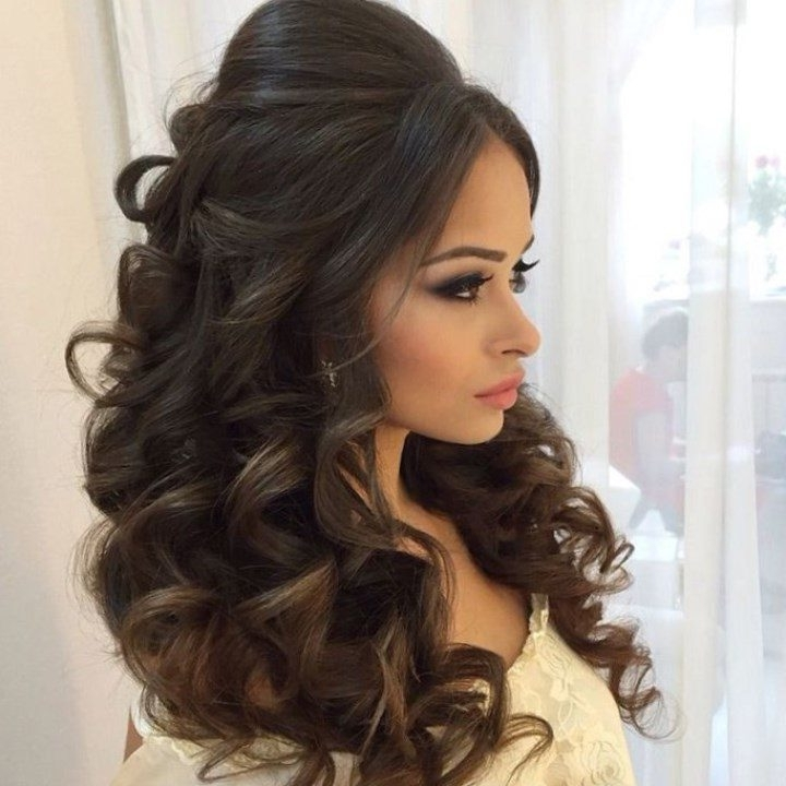 Your Guide To The Best Hairstyles – New Ideas For 2018 Within Big Curls Wedding Hairstyles (View 2 of 15)