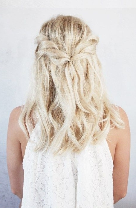 25 Bridesmaids' Half Up Hairstyles That Inspire – Weddingomania Pertaining To Best And Newest Braids And Waves For Any Occasion (View 13 of 15)