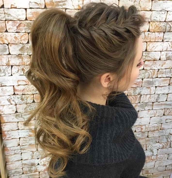 30 Eye Catching Ways To Style Curly And Wavy Ponytails | Peinados Pertaining To Current Asymmetrical Braids With Curly Pony (View 13 of 15)