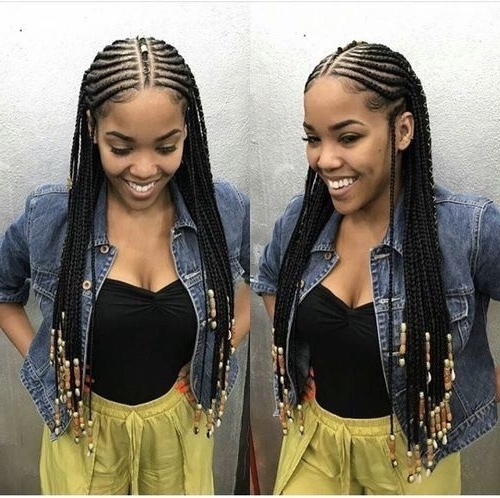 Idées De Coiffures Inspirées Des Tresses Peulhs D'alicia Keys For 2018 Shoulder Length Loose Curls With Beaded Mini Fulani Braids (View 12 of 15)