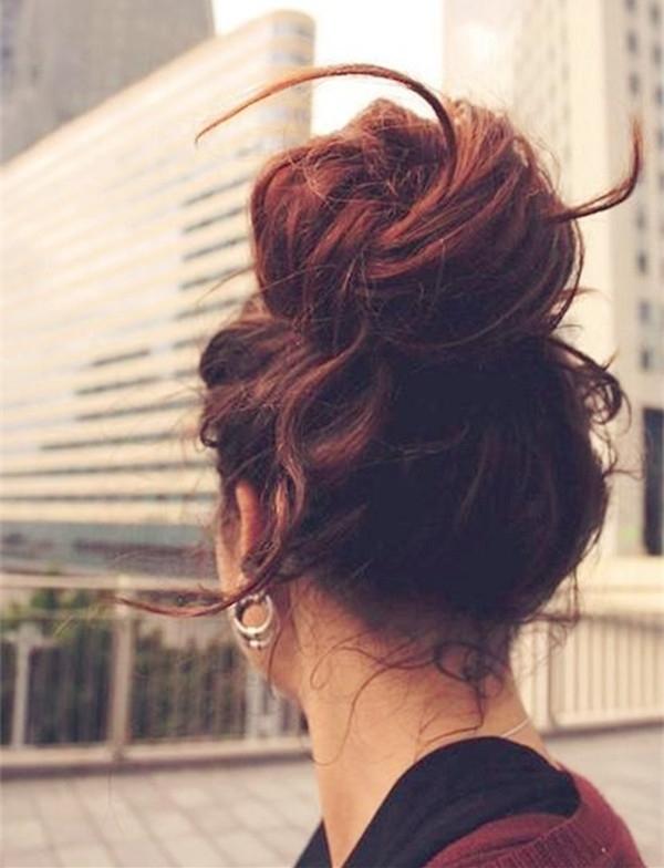 Messy Bun Hairstyles Archives – Vpfashion Vpfashion Inside Latest Casual Bun With Highlights (View 5 of 15)