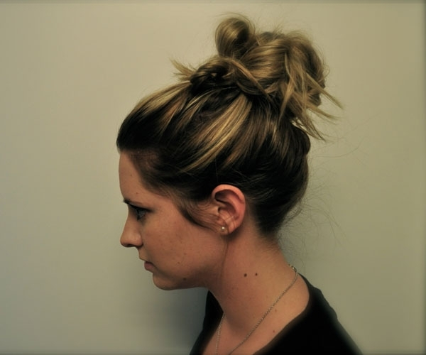 Perfect Messy Bun   Medium Hair Styles Ideas – 44171 Inside Most Popular Casual Bun With Highlights (View 3 of 15)