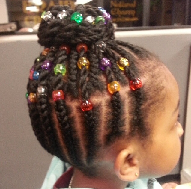 Photos : 15 Coiffures De Petite Fille Pour Cheveux Crépus | Braids For Most Recently Cornrows With Artistic Beaded Twisted Bun (View 13 of 15)