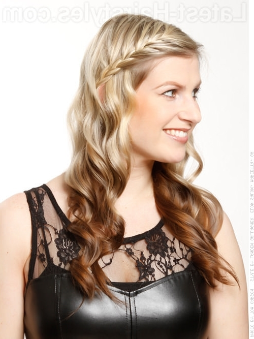 Side Swept Bangs: 43 Ideas That Are Hot In 2018 Inside Most Current Braid And Side Bang Hairstyles (View 8 of 15)