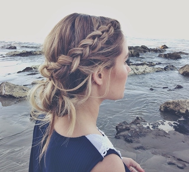 10 Easy Hairstyles For The Beach – The Everygirl Throughout Beachy Braids Hairstyles (View 2 of 25)