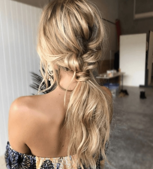10 Easy Ways To Amp Up Your Ponytail Hairstyle With Blonde Ponytail Hairstyles With Beach Waves (View 8 of 25)