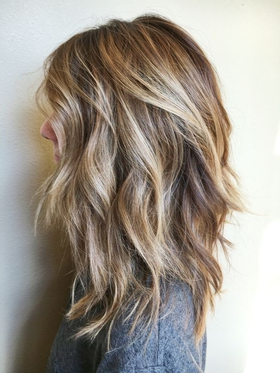 10 Pretty Layered Medium Hairstyles: Women Shoulder Hair Cuts 2018 For Textured Medium Length Look Blonde Hairstyles (View 15 of 25)