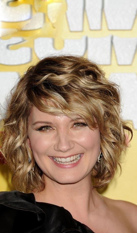 10 Trendy Highlighted Bob Hairstyles You Can Try Today Regarding Curly Highlighted Blonde Bob Hairstyles (View 9 of 25)