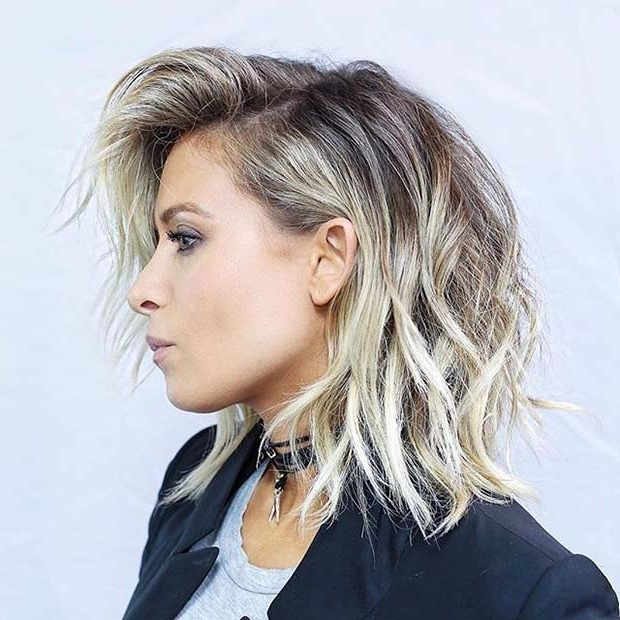 10 Trendy Lob Haircut Ideas For 2018 – Femniqe Pertaining To Wavy Caramel Blonde Lob Hairstyles (View 19 of 25)