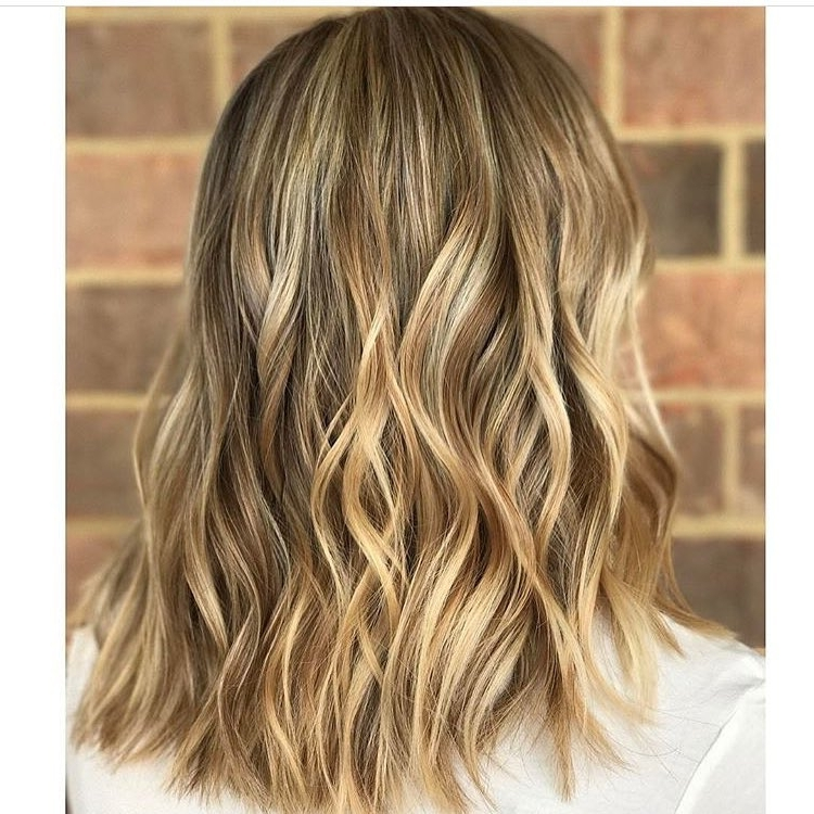 10 Wavy Lob Hair Styles – Color & Styling Trends Right Now! Pertaining To Wavy Caramel Blonde Lob Hairstyles (View 12 of 25)