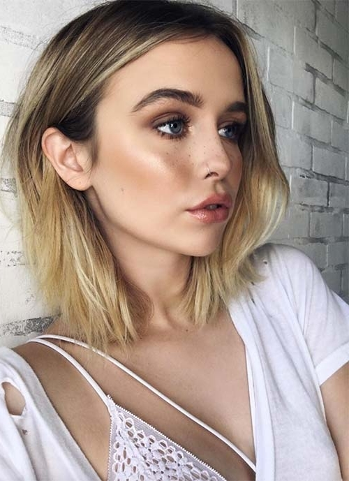 100 Short Hairstyles For Women: Pixie, Bob, Undercut Hair | Fashionisers For Blonde Lob Hairstyles With Middle Parting (View 3 of 25)