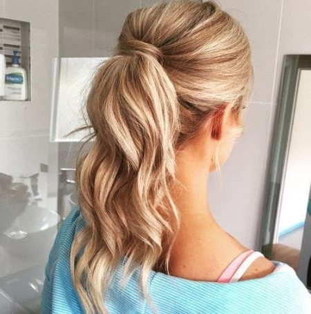 15 Casual Wavy Ponytails For Blonde Ponytail Hairstyles With Beach Waves (View 6 of 25)