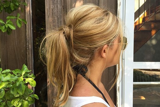 18 Messy Ponytail Tutorials For Effortlessly Chic Hair – Gurl Inside Loose Messy Ponytail Hairstyles For Dyed Hair (View 13 of 25)