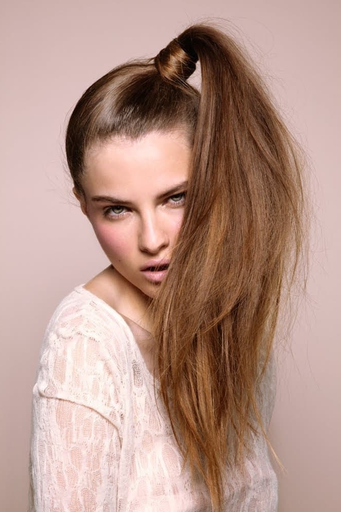 20 Mesmeric Side Ponytails To Bring Back The '90S Pertaining To Bodacious Blonde Waves Blonde Hairstyles (View 6 of 25)