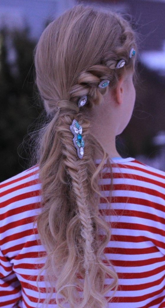 20 Quick And Easy Braids For Kids (Tutorial Included) Pertaining To Pony Hairstyles With Accent Braids (View 18 of 25)