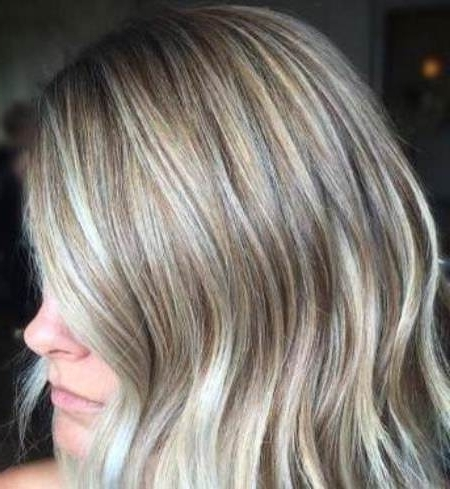 20 Starry Blonde Bobs For Women With Ash Blonde Lob With Subtle Waves (View 15 of 25)