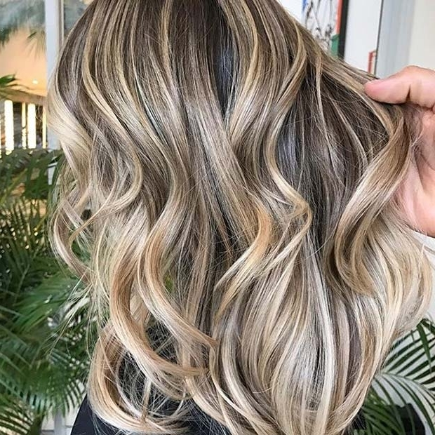 21 Chic Blonde Balayage Looks For Fall And Winter | Page 2 Of 2 With Regard To Multi Tonal Mid Length Blonde Hairstyles (View 18 of 25)