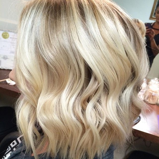 21 Cute Medium Length Bob Hairstyles: Shoulder Length Haircut Ideas Intended For Casual Bright Waves Blonde Hairstyles With Bangs (View 1 of 25)
