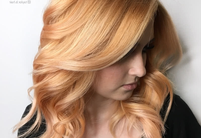 21 Hottest Honey Blonde Hair Color Ideas Of 2018 With Honey Hued Beach Waves Blonde Hairstyles (View 2 of 25)