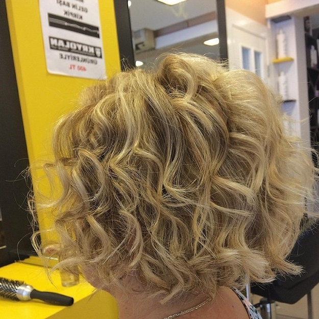 21 Hottest Stacked Bob Hairstyles – Hairstyles Weekly With Regard To Loose Curls Blonde With Streaks (View 5 of 25)
