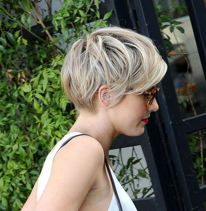 21 Lovely Pixie Haircuts Perfect For Round Faces: Short Hair Styles Pertaining To Paper White Pixie Cut Blonde Hairstyles (View 6 of 25)