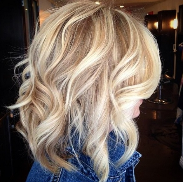 21 Medium Length Bob Hairstyles You'll Want To Copy – Hairstyles Weekly Throughout Ash Blonde Lob With Subtle Waves (View 18 of 25)