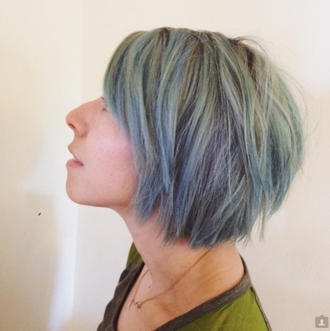 21 Textured Choppy Bob Hairstyles: Short, Shoulder Length Hair In Choppy Cut Blonde Hairstyles With Bright Frame (View 14 of 25)