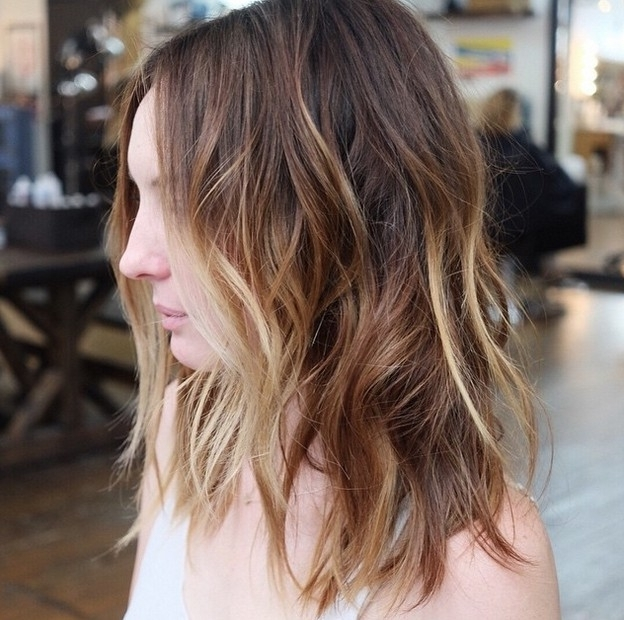 21 Textured Choppy Bob Hairstyles: Short, Shoulder Length Hair With Sun Kissed Blonde Hairstyles With Sweeping Layers (View 15 of 25)