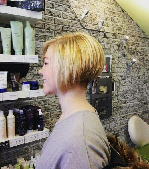22 Cute & Classy Inverted Bob Hairstyles – Pretty Designs Throughout Inverted Blonde Bob For Thin Hair (View 5 of 25)